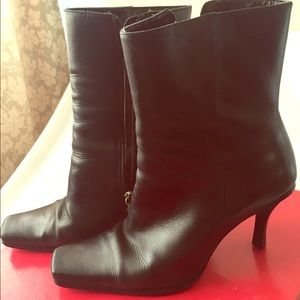 Size 8 Guess boots black